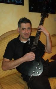 Cano-Schüler-in-der-Gitarrenschule-Saitenzauber